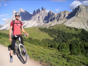 mountain-bikers-55372_1280